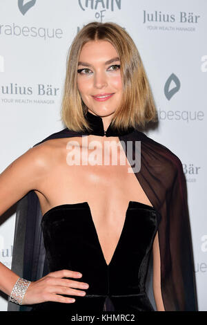 London, UK. 17th Nov, 2017. Arizona Muse attending the CHAIN of HOPE GALA BALL 2017 at the Grosvenor House Hotel - Stock Photo