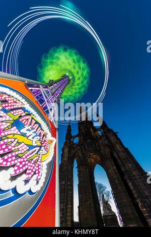 Edinburgh, Scotland, UK. 18th November, 2017. The Star Flyer ride in Princes Street Gardens gives a spectacular - Stock Photo
