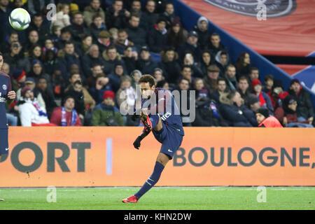 Paris, France. 18th Nov, 2017. Neymar Jr. in action during the French Ligue 1 soccer match between Paris Saint Germain (PSG) and FC Nantes at Parc des Princes. Credit: Nicolas Briquet/SOPA/ZUMA Wire/Alamy Live News