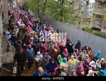 Srinagar, India. 18th Nov, 2017. Kashmiri women attend the funeral of top rebel commander Mugees Ahmad Mir in Parimpora - Stock Photo
