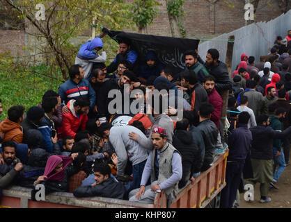 Srinagar, India. 18th Nov, 2017. Kashmiri people carry the body of Slain top rebel commander Mugees Ahmad Mir in - Stock Photo