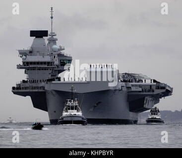 AJAXNETPHOTO. 16TH AUGUST, 2017. PORTSMOUTH, ENGLAND. - ROYAL NAVY'S BIGGEST WARSHIP SAILS INTO HOME PORT - HMS - Stock Photo