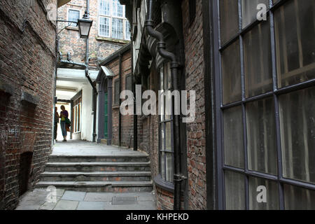 Lady Peckett's Yard, one of many narrow back alleys that thread their way through the city centre of York. - Stock Photo