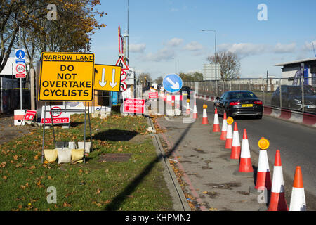 Single lane traffic due to construction work on the A406 North Circular Road to replace the Power Road Bridge on - Stock Photo