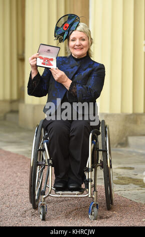 Photo Must Be Credited ©Alpha Press 079965 10th November 2017 Angela Malone Investitures At Buckingham Palace London - Stock Photo