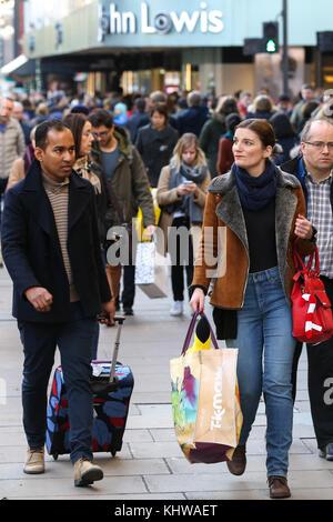 Oxford Street. London, UK. 19th Nov, 2017. Hundreds of shoppers in Oxford Street, London as there are just 35 shopping - Stock Photo