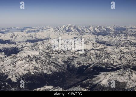 Bergamo, Italy. 18th Nov, 2017. View of the Mont Blanc and the Alps from an airplane arriving at Bergamo, Italy, - Stock Photo