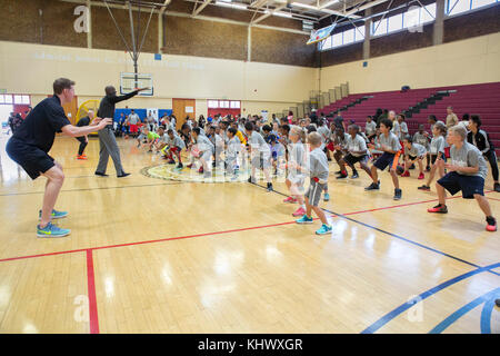 171111-N-RP435-041 SAN DIEGO (Nov. 11, 2017) Professional basketball players Troy Murphy (far left) and Michael - Stock Photo