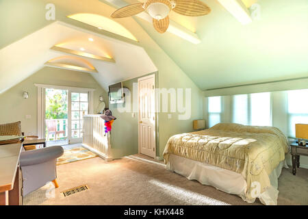 Bright, open and warm loft with vaulted ceilings in Southern California. Wonderful California home in San Diego county. Real estate listings with brig