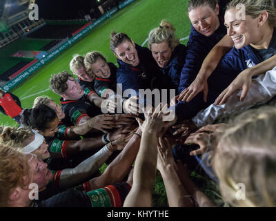 Twickenham, UK. 21st Nov, 2017. Happy faces at the end of the post match ream huddle, England Women v Canada in - Stock Photo