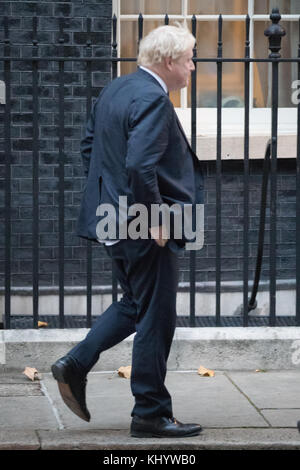 Downing Street, London UK. 22nd November 2017. Members of the cabinet arrive in Downing Street Prior to the Autumn - Stock Photo