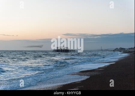 Brighton, East Sussex. 22nd November 2017. UK weather. Sunset at the end of a mild and bright sunny day with strong - Stock Photo