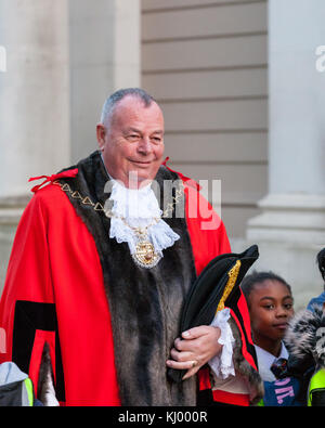 London, UK. 22nd November 2017. The Greenwich Mayor, Councillor Peter Brooks leads the annual Greenwich lantern - Stock Photo