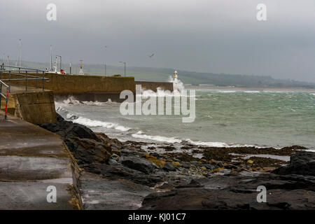 Porthleven, Cornwall. 22nd Nov, 2017. UK Weather: Penzance, Cornwall, UK. Gale force winds hit into the southern - Stock Photo