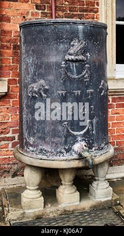 England, NorthYorkshire,Ripon area, Newby Hall & Gardens; Water barrel; zinc - Stock Photo