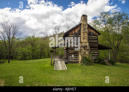 Historic log cabin on display at the Gladie Visitors Center in the Daniel Boone National Forest. This is a public - Stock Photo