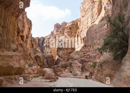 Canyon entrance to the lost city of petra, Jordan - Stock Photo