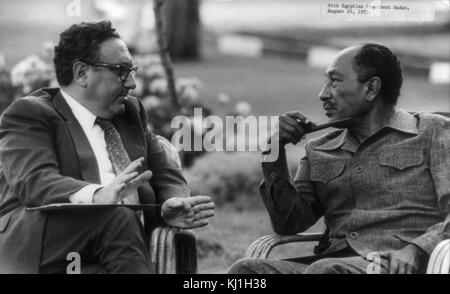 United States Secretary of State, Dr. Henry Kissinger meets with Egyptian President Anwar Sadat in 1975 - Stock Photo