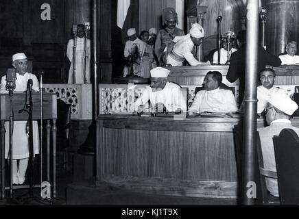 Nehru declares India's Independence 1947. Jawaharlal Nehru (1889 –1964) first Prime Minister of India and a central - Stock Photo