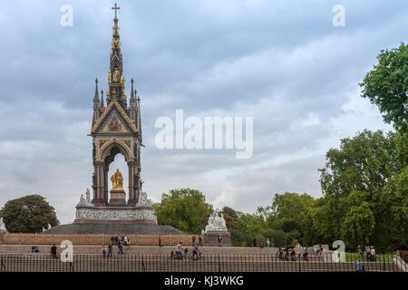 Kensington Gardens, London-September 6,2017: The Alber Memorial  and walking tourists on Kensington Gardens on September - Stock Photo