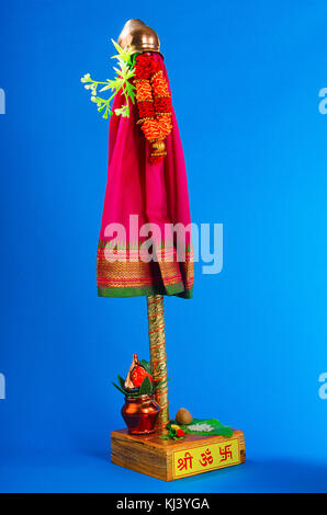 Gudhi a sort of flag, garlanded with flowers, mango and neem leaves, topped with upturned silver or copper vessel - Stock Photo