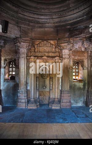 Mosque of Sultani interior, near  Dada Hari Ni Vav step well. Asarwa, Ahmedabad, Gujarat, India - Stock Photo