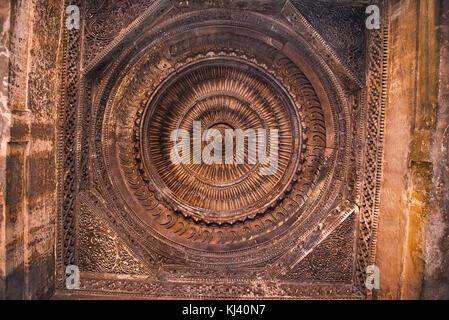 Mosque of Sultani ceiling, near  Dada Hari Ni Vav step well. Asarwa, Ahmedabad, Gujarat, India - Stock Photo