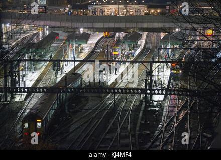Passengers wait on the platform at  Waverley Station, Edinburgh - Stock Photo