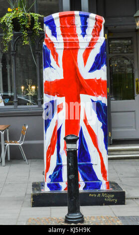 WINDSOR, BERKSHIRE. ENGLAND UK- APRIL 22 2016 :A phone booth at Windsor Berkshire England painted with the Union - Stock Photo