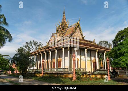 buddhistischer Tempel in Kampot, Kambodscha, Asien  | buddhist Wat in  Kampot, Cambodia, Asia - Stock Photo