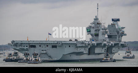 Britain's largest warship HMS Queen Elizabeth returning to Portsmouth Naval Base, UK on 21/11/17 after completion - Stock Photo