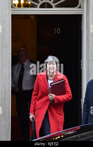London, United Kingdom. 22th November 2017. Prime Minister Theresa May leaves 10 Downing Street bound for the House - Stock Photo