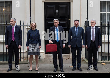 London, United Kingdom. 22 November 2017. Philip Hammond, Chancellor of the Exchequer, departs 11 Downing Street - Stock Photo