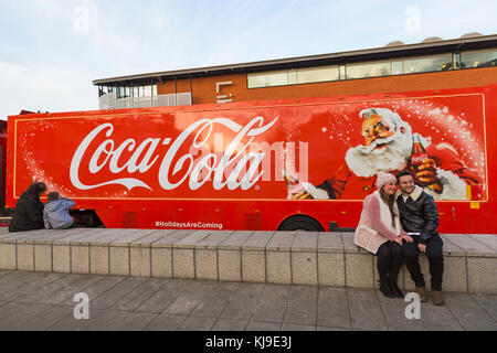Bournemouth, Dorset, UK. 23rd Nov, 2017. The Christmas Coca Cola truck arrives at the Triangle in Bournemouth, as - Stock Photo