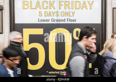 London, UK. 24th November, 2017. Tezenis - Black friday offers from retailers on Oxford street. London 24 Nov 2017 Credit: Guy Bell/Alamy Live News Stock Photo