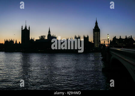 London UK. 24th November 2017. The Palace of Westminster and Parliament is silhouetted during an autumnal sunset Credit: amer ghazzal/Alamy Live News Stock Photo