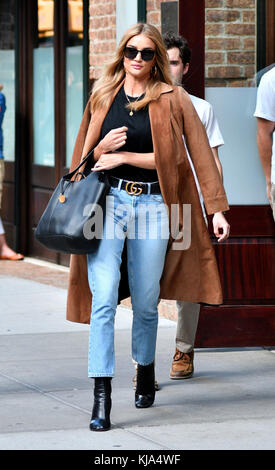 NEW YORK, NY - SEPTEMBER 16: Model Rosie Huntington-Whiteley left her downtown hotel on September 16, 2016 in New - Stock Photo