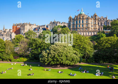 Edinburgh scotland edinburgh east Princes street gardens with Bank building Lloyds Banking Group behind it the mound - Stock Photo