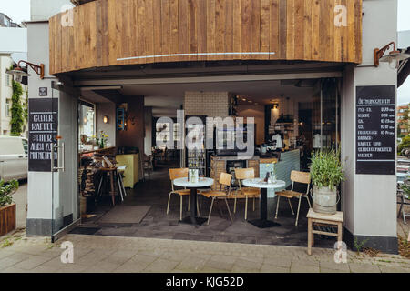 Exterior view of an empty street cafe - Stock Photo