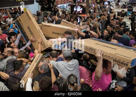 Sao Paulo, Brazil. 24th Nov, 2017. Dozen of Brazilian try to buy televisions in a store in Sao Paulo, Brazil, on - Stock Photo