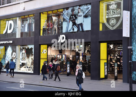 Oxford Street, London, UK. 24th Nov, 2017. Very quiet start to Black Friday on Oxford Street at 8am. Credit: Matthew Chattle/Alamy Live News Stock Photo