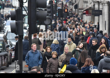 Regent Street, London, UK. 24th November 2017. Shoppers fill Regent Street at 1pm. Credit: Matthew Chattle/Alamy Live News Stock Photo