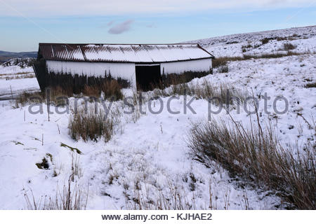 B6276 Middleton-in-Teesdale to Brough Road, Co Durham, UK. 25th Nov, 2017. Overnight snow on Wemmergill Moor is - Stock Photo