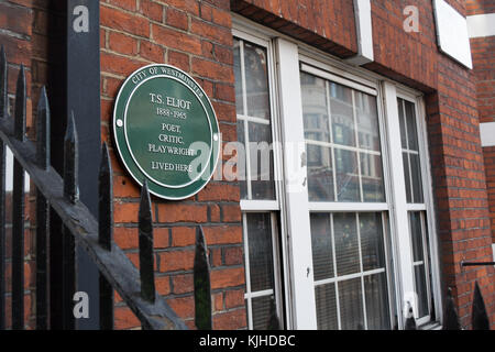 city of westminster green plaque marking a home of poet, critic and playwright ts eliot - Stock Photo