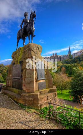 Autumn view from the Royal Scots Greys Monument in Princes Street gardens towards the mound, Edinburgh, Lothian - Stock Photo