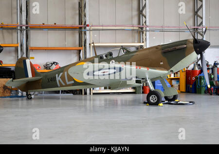 Spitfire Mk.1 plane, RAF markings, Duxford, UK. - Stock Photo