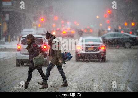 NEW YORK CITY - JANUARY 7, 2016: A winter snowstorm brings traffic and pedestrians to a slow crawl at the Flatiron - Stock Photo