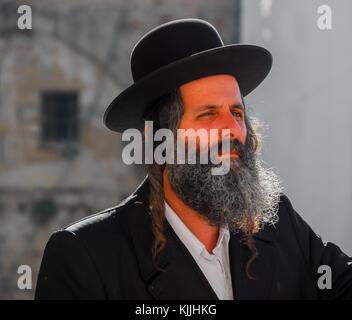 JERUSALEM -JANUARY 18, 2007: Orthodox Jewish Man by the Western Wall in Jerusalem, Israel. - Stock Photo