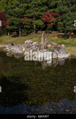 The Imperial Palace in Nara revealed the remains of an 8th-Century pond garden: the To-in Garden, workers preparing - Stock Photo