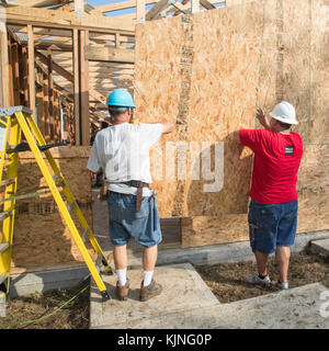 Houston, Texas - Volunteers from Wells Fargo Bank help build a Habitat for Humanity house for a low-income family. - Stock Photo
